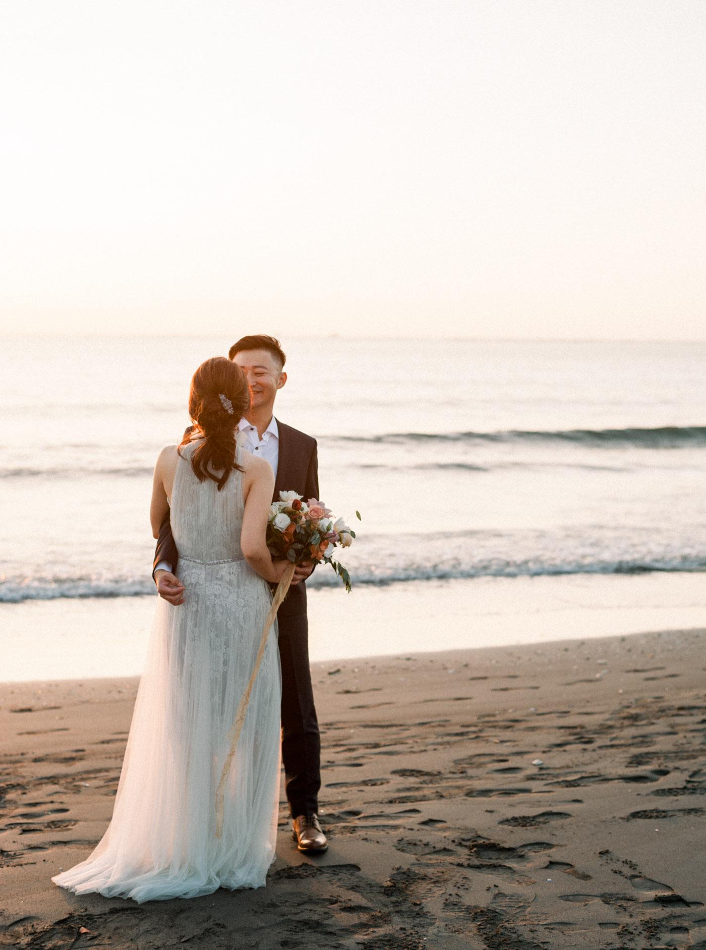 沙灘婚紗-STAGE-底片-Mark-夕陽-唯諾禮服